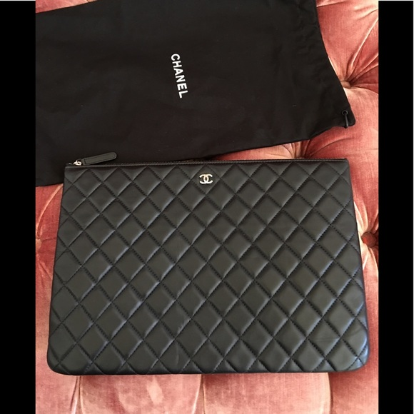 a652be452819c7 CHANEL Handbags - Chanel Quilted Clutch/Case